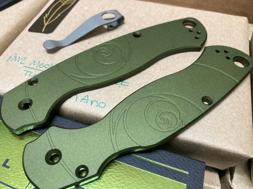 LYNCHNW SPYDERCO PARA MILITARY 2. GREEN ANODIZED ALUMINUM HANDLE. LYNCH TI POCKET CLIP. LIMITED EDITION. CUTLERY SHOPPE EXCLUSIVE