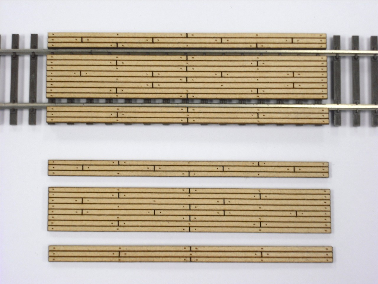 Train Time Laser HO Scale Double Lane Timber Crossing (2-Pack)