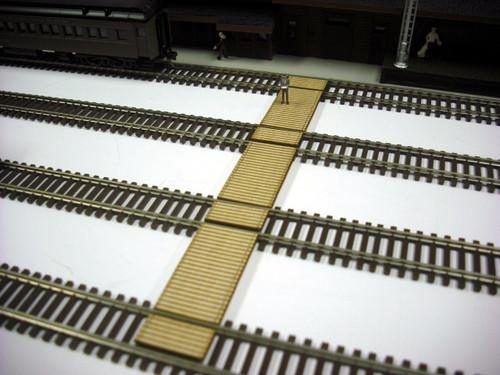 Train Time Laser N Scale Timber Baggage & Passenger Crossing