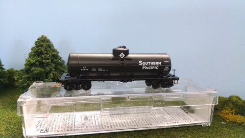 Micro Trains N Scale Southern Pacific 39' Single Dome Tank Car, SP# 62937 - 06500332