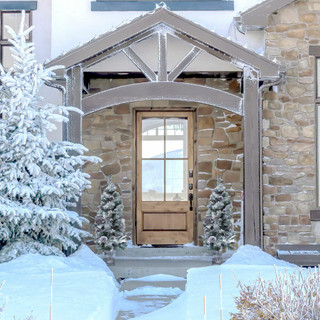 Fraser Hill Farm 4-Ft Christmas Snow Flocked Porch Tree with Oversized Pinecones in Ornamental Pot, Various Lighting Options