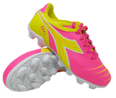 The Diadora Cattura MD Kids Soccer Shoe is a great fit for your toddler right up to your big kid. Consistently one of the top selling kids shoes on the market, you and your child will not be disappointed.