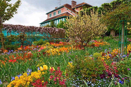 """Monet's Garden at Spring Giverny 450 Piece """"Whimsy Cut"""" Wooden Jigsaw Puzzle 