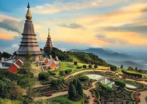 """Fairytale Chiang Mai"" 2000 Piece Jigsaw Puzzle | Trefl"