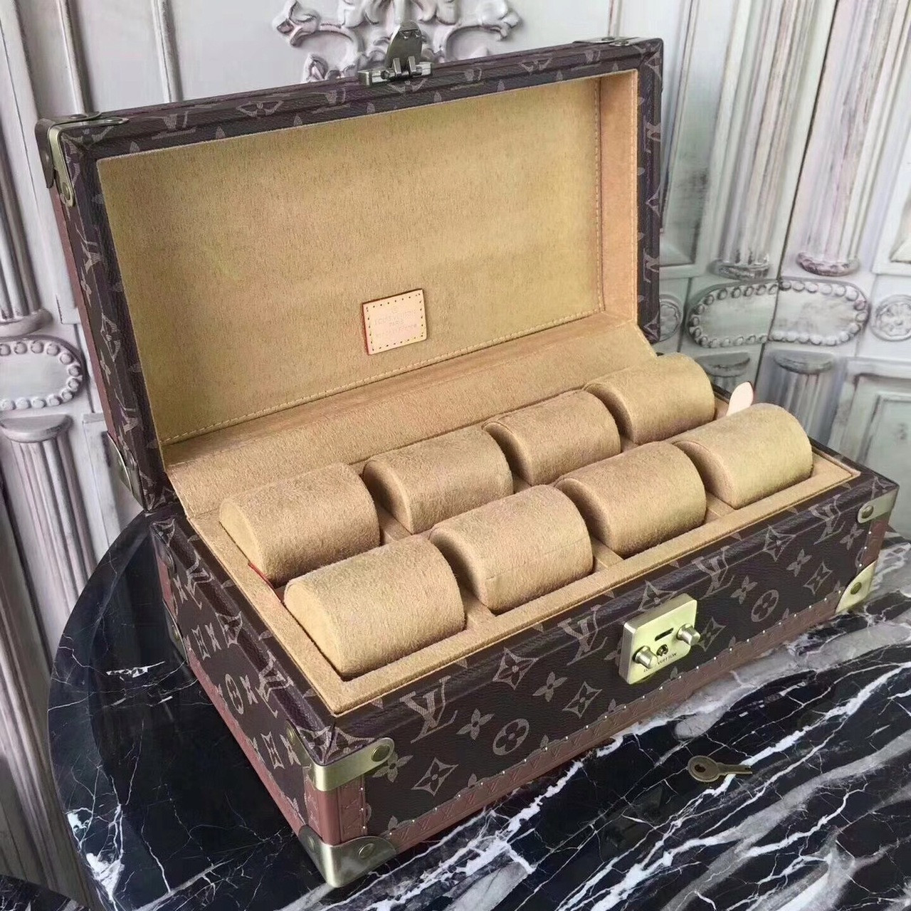 buy popular f3bcd 153cf Louis Vuitton 8 WATCH CASE M47641