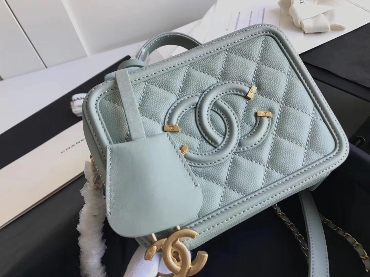 fa127fae915e CHANEL Small Vanity Case Grained Calfskin Mint