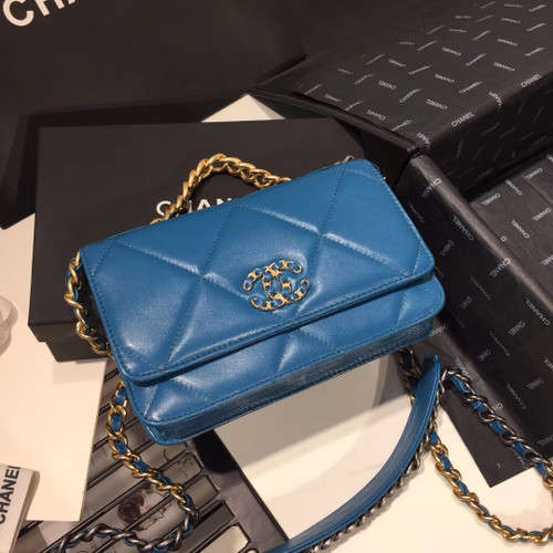 CHANEL 19 Wallet on Chain Blue