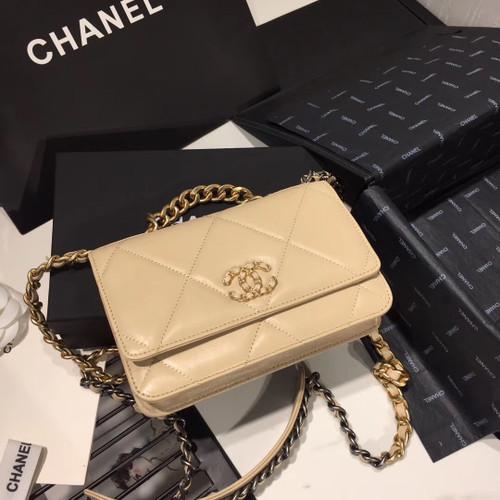 CHANEL 19 Wallet on Chain Beige