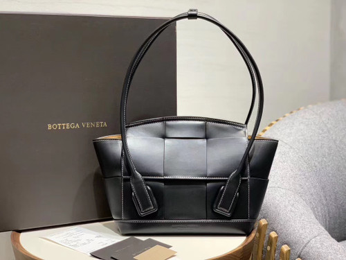 Bottega Veneta ARCO 33 BAG IN FRENCH CALFSKIN Black