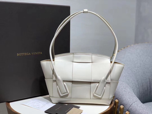 Bottega Veneta ARCO 33 BAG IN FRENCH CALFSKIN Bianco