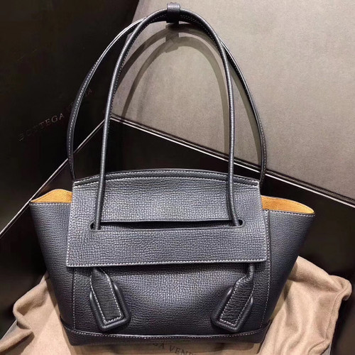 Bottega Veneta ARCO 33  in Black  grainy calfskin