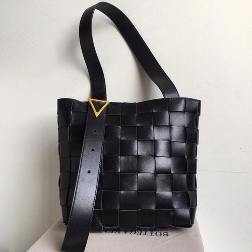 Bottega Veneta MAXI SHOULDER BAG BLACK