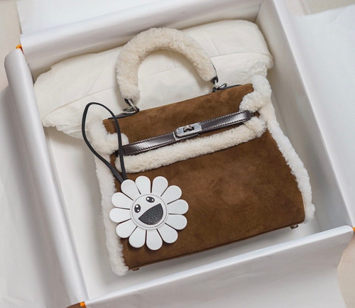 [Exclusive] Hermès Kelly 25 Limited Edition Teddy Shearling Bag