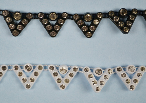 SS12 3.2 mm Plastic Trimming Chain with Rhinestones 10 Yards Long 1