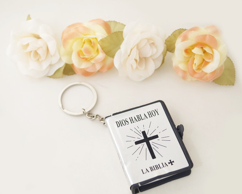 "2.5"" Silver Spanish Bible Keychain Favor - Pack of 12"