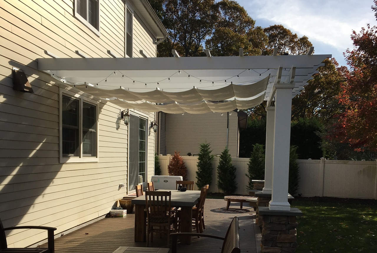 Retractable fabric canopy for pergola / Pfifertex™ fabric blocks 92.5% of the sun's rays.