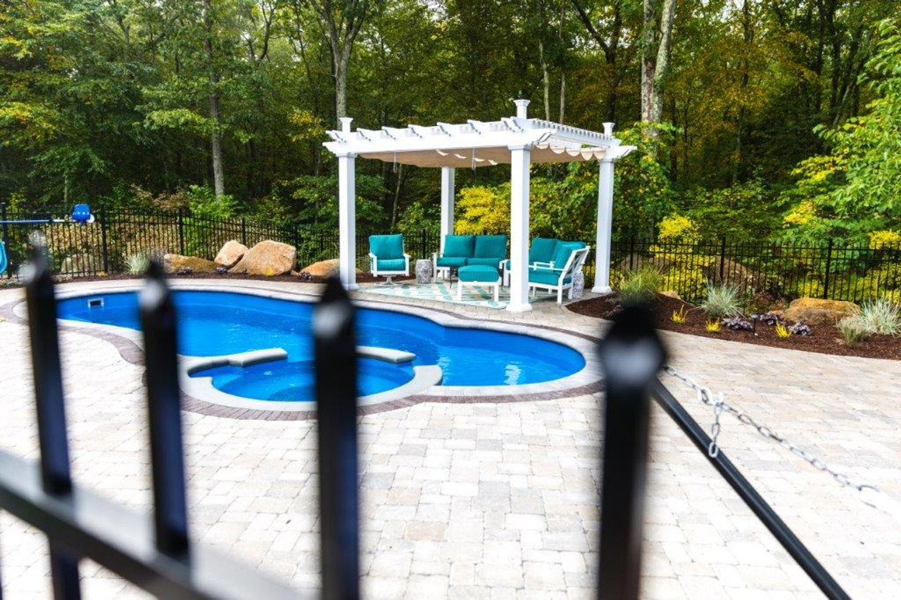 Hampton Vinyl Pergola + Retractable Canopy