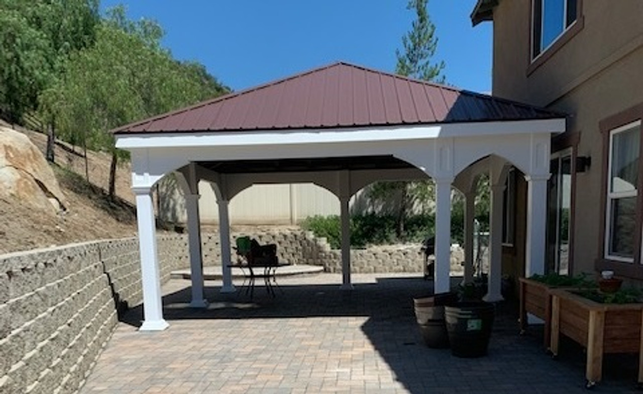 Offset-post roof offers shelter from the hot sun in Valley Center, CA