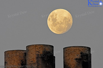 Super Moon Rising At  Dusk over New Plymouth Power Station Chimney