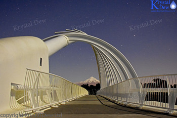 Night photo of Te Rewarewa bridge