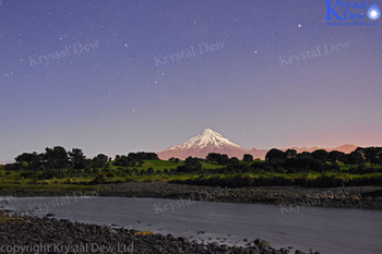Night shot of Taranaki with southern cross