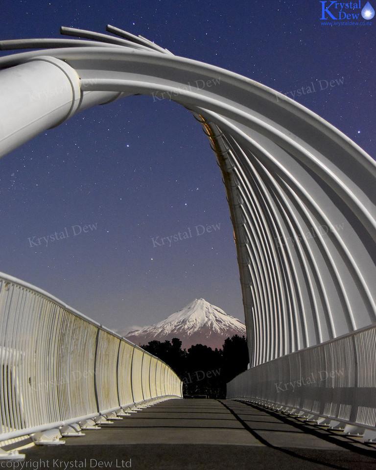 Night photo of Te Rewarewa bridge
