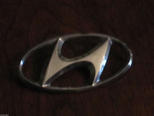 "Hyundai chrome plastic bonnet? CAR BADGE 3 3/16"" or 81mm nice condit. FREE POST"
