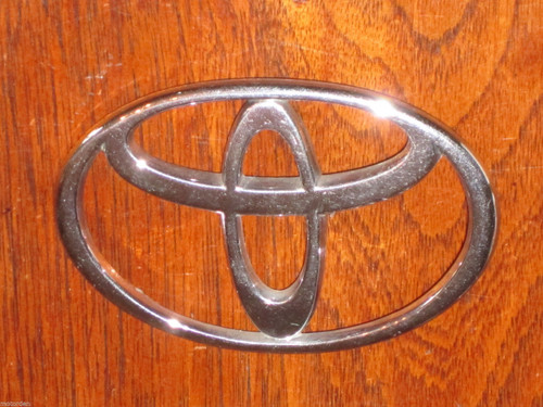 """TOYOTA chrome plastic CAR BADGE EMBLEM 3 7/8"""" or 99mm wide, exc cond. FREE POST"""