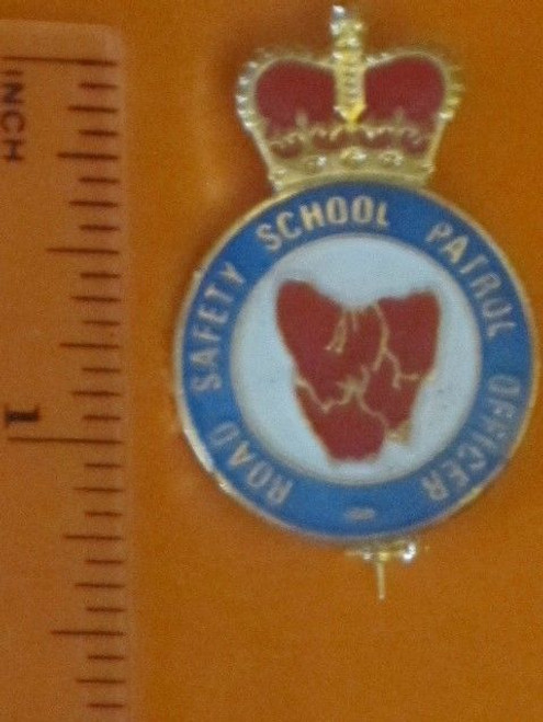 Tasmania ROAD SAFETY SCHOOL PATROL OFFICER pin, lapel, hat badge FREE POST @ NR