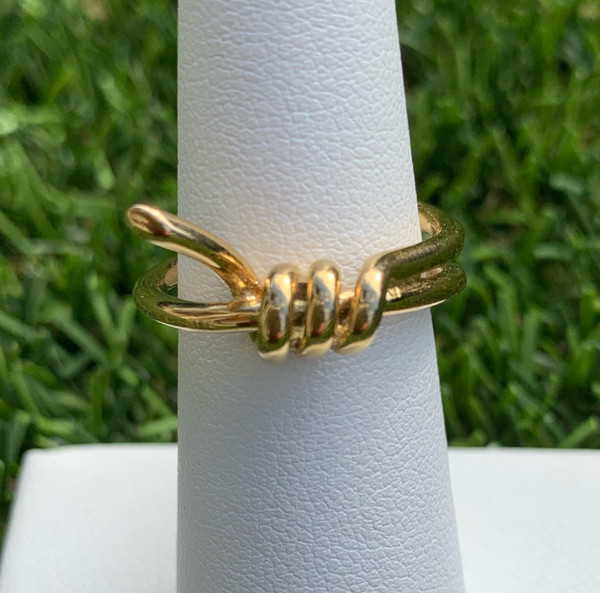 Sahira Designs Barbed wire ring in gold