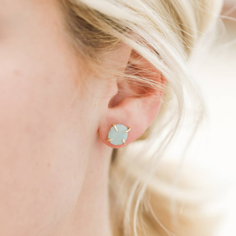 Amazonite is a powerful crystal that increases communication and words of truth, so you can clearly express yourself. Handmade and set in a sterling silver 18K gold-plated prong. Each stone is unique and will vary in color and size.