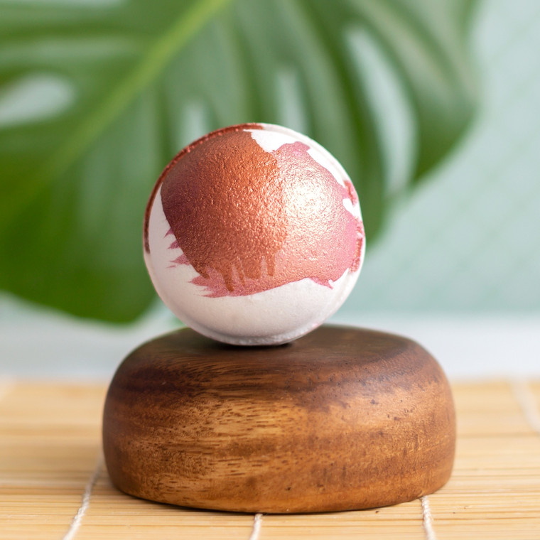 Vanilla Sandalwood Bath Bomb This soft tan bath bomb is painted with rose gold and copper. This bath bomb is perfect for men and women! A woody bouquet of cedar and sandalwood with rose and jasmine. Cruelty free. Made with Biodegradable and Renewable Ingredients. Vegan. Made in United States of America