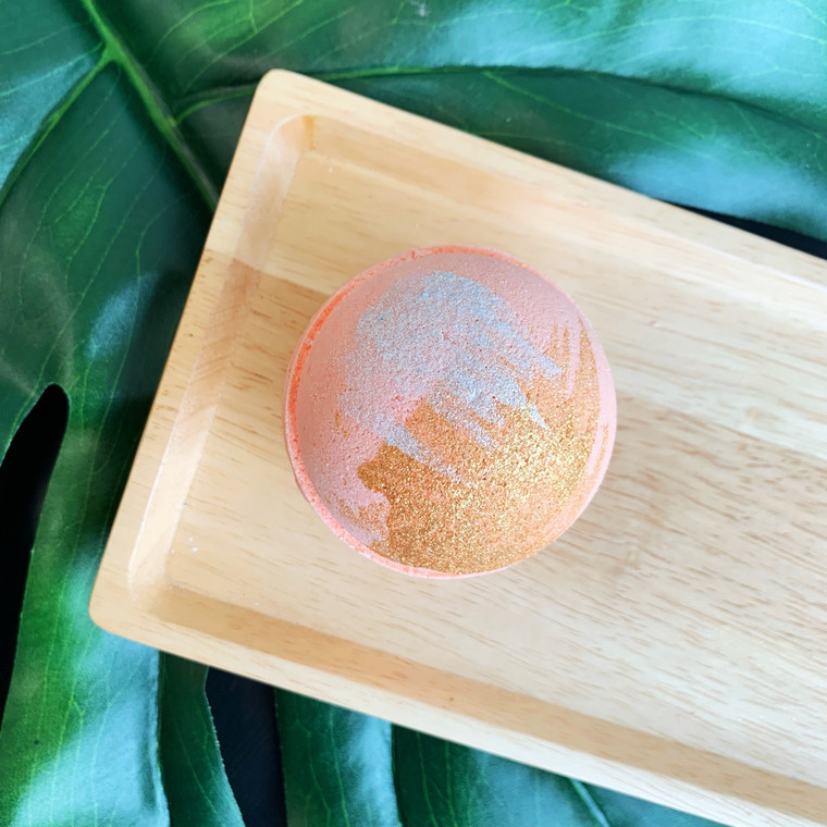 Ginger Peach Bath Bomb Hand dried, organic ginger will float on your bath water. A well-balanced fragrance consisting of warm ginger essence, combined with juicy peaches. 6 Ounce Bath Bomb. Cruelty Free. Made with Biodegradable & Renewable Ingredients. Vegan. Made in United States of America