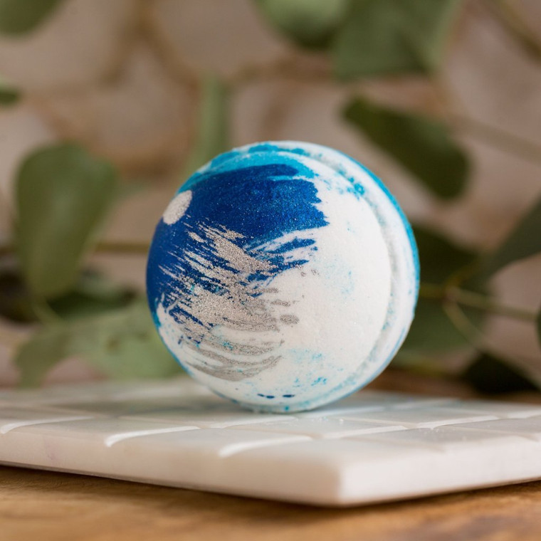 Peppermint Bath Bomb Wake up your senses with this beautiful blue shimmer bath bomb! Enlivening eucalyptus and rich mint. 5 Ounces. Cruelty free. Made with Biodegradable and Renewable Ingredients. Vegan. Made in United States of America