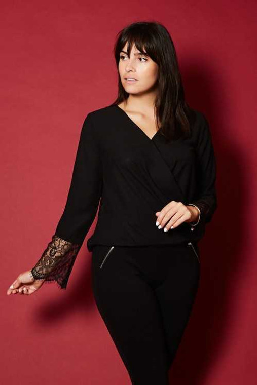 This is a gorgeous wrap top which can be dressed up or down. Perfect for the Zoom work calls. Available in S,M & L