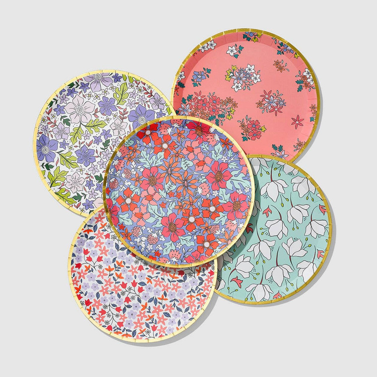 Give your party a fresh feel with these garden-inspired plates. The contemporary floral print is accented with a gold rim.  Includes 10 plates. Size: large.  Recyclable and compostable.  Extra sturdy - pile on the second serving!  Matching Small Plates and Flower Napkins available