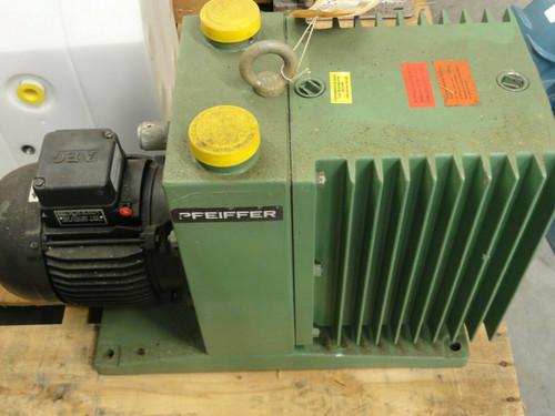 PFEIFFER TYPE UNO 030A VACUUM PUMP, 30m3/h, W/AEG MOTOR 90SX4