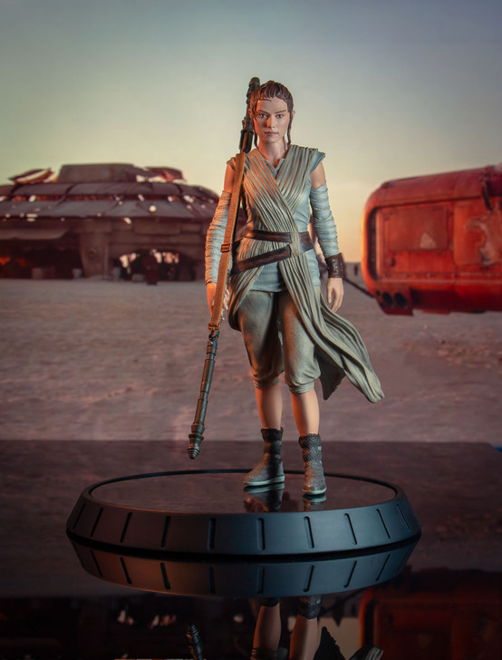 Star Wars™ The Force Awakens - Rey Milestones Statue