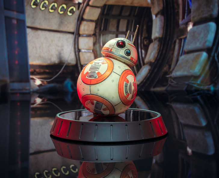 Star Wars™ The Force Awakens - BB-8 Milestones Statue