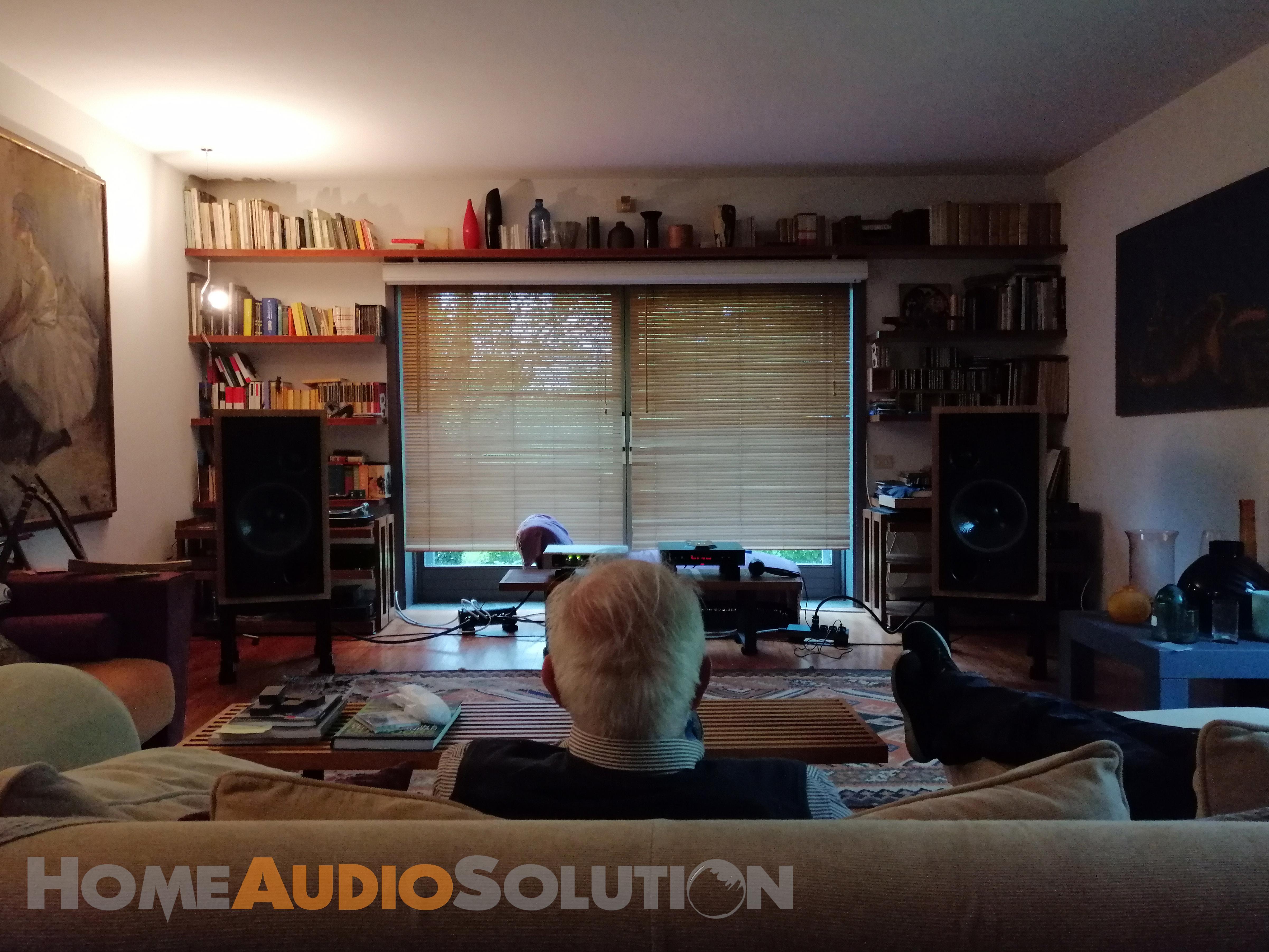 Sala audio 2 canali con diffusori ATC