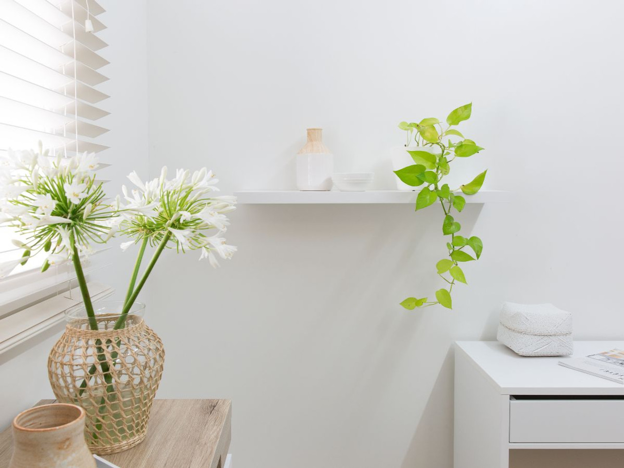 Mocka Floating Shelf White 4