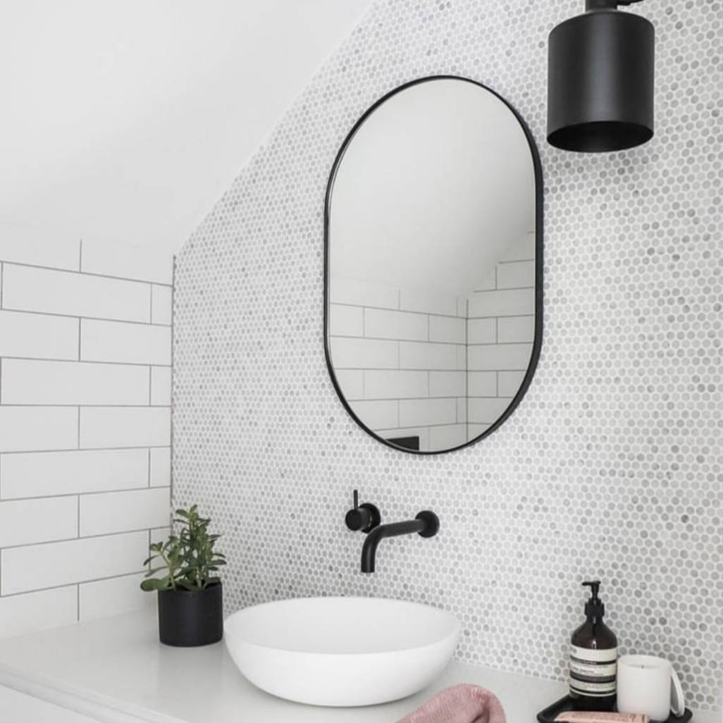 Bjorn Oval Mirror - Small Bathroom design: @the_stables_ Photo: @the.palm.co