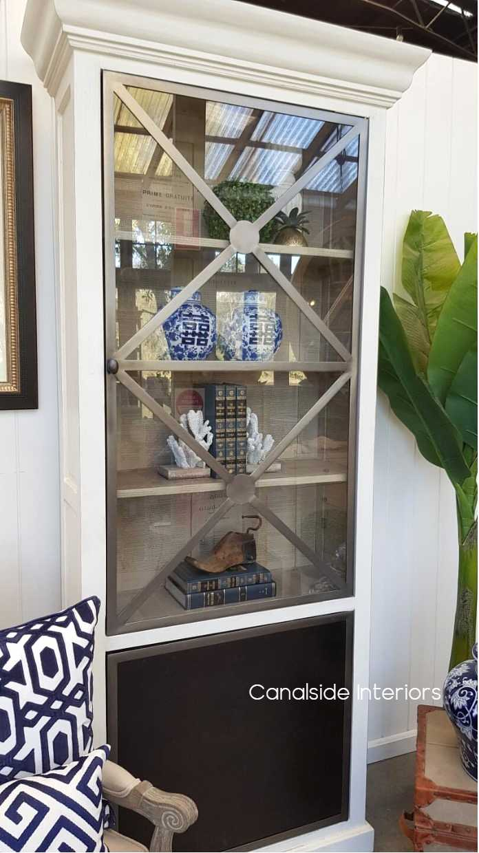 Pavilion Single Door Display Unit