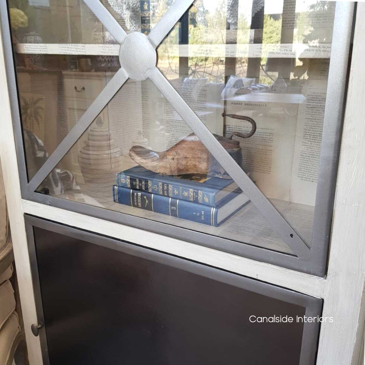 Pavilion Single Door Display Unit