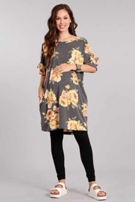 Floral print short length t-shirt style maternity dress, in a relaxed fit with ruffled sleeves and a round neckline.   Origin : USA