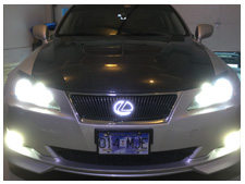 2006-lexus-is350-dual-color-fogs-and-led-grille-badge-white.jpg