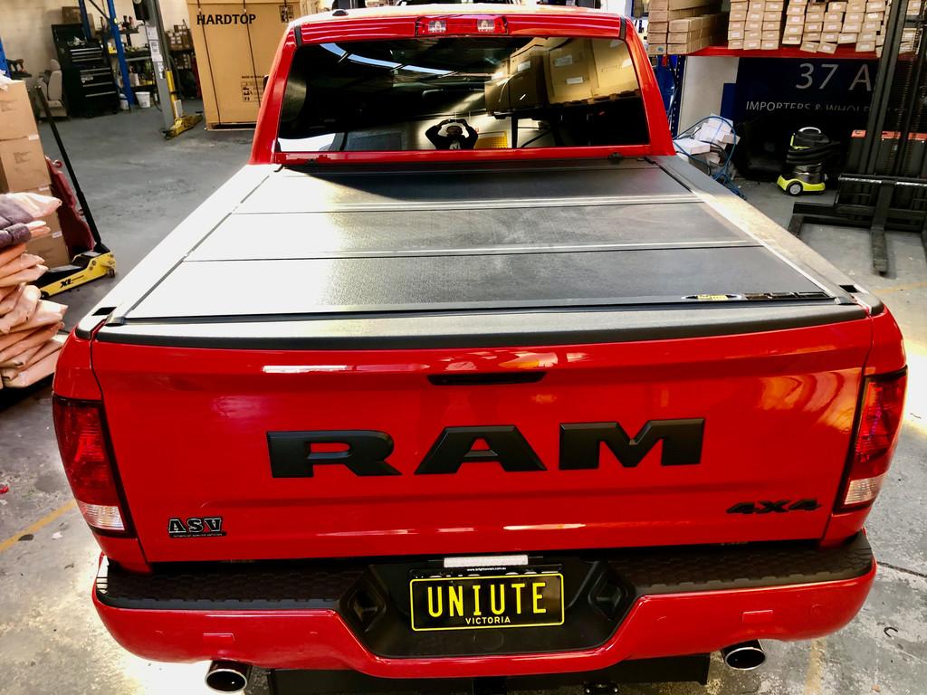 Quad-Fold Hard Lid Tonneau Cover for Dodge RAM 1500 DS/DT 2009-2021 6,4' BED