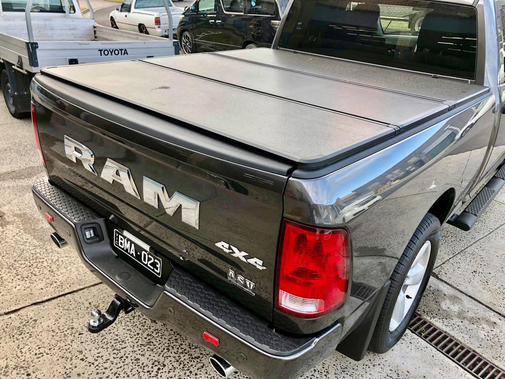 Tri-Fold Hard Lid Tonneau Cover for Dodge RAM 1500 DS/DT 2009-2021 5,7' BED