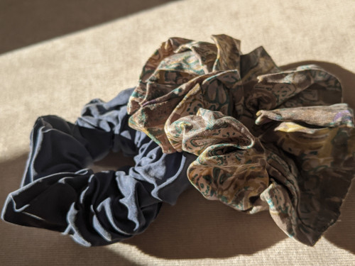 Love Thy HnS - Silk Curl Scrunchies (Mom Jeans)