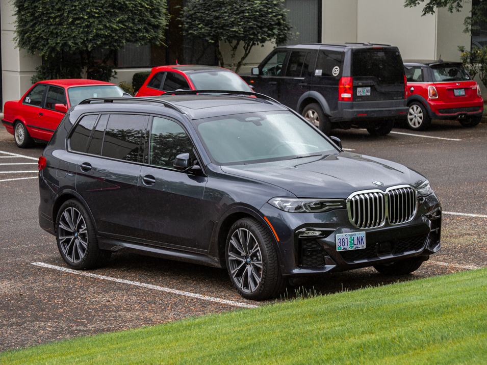 The Platypus License Plate Mount for 2019-2020 BMW X7